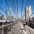 Run on Brooklyn Bridge — Stock Photo