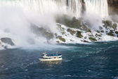 Boats near the niagara's falls — Stock Photo