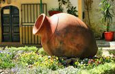 Garden decoration with amphora in Moura — Stock Photo