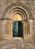 Door detail of Romanesque church — Stock Photo