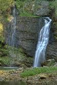 Fermona водопад в лесу — Стоковое фото