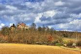 église sur la colline toscane — Photo