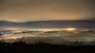 Fog in the night over the Varese city, time lapse — Stock Video