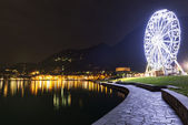 Ferris wheel in Laveno-Mombello, Maggiore Lake - Lombardy — Stock Photo