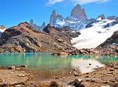 Paisaje de montaña con el monte fitz roy y laguna de los tres en parque nacional los glaciares, patagonia, argentina, américa del sur. — Foto de Stock