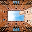 Wide angle view of famous Torre del Mangia at Palazzo Pubblico in Siena, Tuscany, Italy — Stock Photo