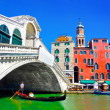 Rialto bridge with traditional Gondola under the bridge in Venice, Italy — Stock Photo