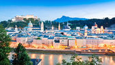 Panoramic view of Salzburg skyline with river Salzach at dusk, Salzburger Land, Austria — Stock Photo