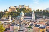 Salzburg skyline with river Salzach at sunset as seen from Kapuzinerberg in Salzburg, Austria — Stock Photo