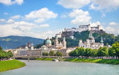 Salzburg skyline with Festung Hohensalzburg and river Salzach, Salzburger Land, Austria — Stockfoto