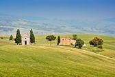 Beautiful landscape with famous Cappella della Madonna di Vitaleta in Val d'Orcia, province of Siena, Tuscany, Italy — Stock Photo