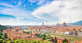 Panoramic view of the city of Florence with river Arno in Tuscany, Italy — Stok fotoğraf