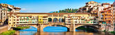 Panoramic view of famous Ponte Vecchio at sunset in Florence, Italy — Stok fotoğraf