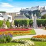 Mirabell Gardens with Fortress Hohensalzburg in the background in Salzburg, Austria — Stock Photo #26386475