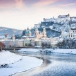 Beautiful view of Salzburg skyline with Festung Hohensalzburg and river Salzach in winter, Salzburger Land, Austria — Stok fotoğraf