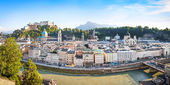 Salzburg skyline panorama with river Salzach at sunset, Salzburger Land, Austria — Stock Photo