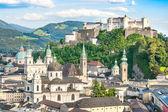 Beautiful view of the historic city of Salzburg with Festung Hohensalzburg in summer, Salzburger Land, Austria — Stock Photo