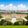 Beautiful view of famous Schönbrunn Palace with Great Parterre garden in Vienna, Austria — Stock Photo