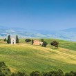 Beautiful Tuscany landscape with famous Cappella della Madonna di Vitaleta in Val d'Orcia, province of Siena, Italy — Stock Photo