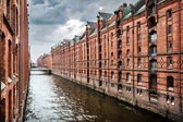 Famous Speicherstadt warehouse district with dark clouds before the storm in Hamburg, Germany — Stock Photo