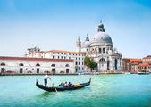 Gondola on Canal Grande with Basilica di Santa Maria della Salute in the background, Venice, Italy — Stock Photo