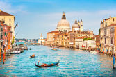 Canal Grande with Basilica di Santa Maria della Salute at sunset in Venice, Italy — Stock Photo