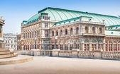 Beautiful view of Wiener Staatsoper (Vienna State Opera) in Vienna, Austria — Stock Photo