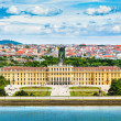 Famous Schonbrunn Palace with Great Parterre garden in Vienna, Austria — Stock Photo