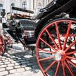 Traditional horse-drawn Fiaker carriage at famous Hofburg Palace in Vienna, Austria — Stock Photo #38810367