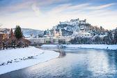 Salzburg skyline with Festung Hohensalzburg and river Salzach in winter, Salzburger Land, Austria — Stock Photo