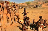 Himba youngsters in Epupa, Kunene, Kaokoland, Namibia. — Stock Photo
