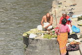 Bhatta sacerdote fiel mulheres. Pashupatinath templo-bagmati Rio-deopatan-kathmandu-nepal. 0288 — Fotografia Stock