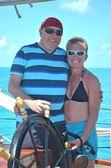 Happy couple sailing the ship — Stock Photo