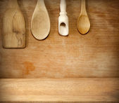 Old grunge vintage wooden cutting kitchen desk board with spoon — Stock Photo