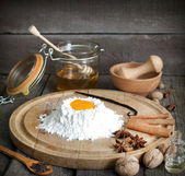 Baking and components with exotic aromatic spices — Stock Photo