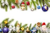 χριστούγεννα φόντο σύνορα με έλατα και στολίδια σε λευκό — Φωτογραφία Αρχείου