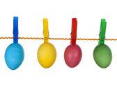 Coloridos huevos de pascua en cintas aislados en blanco — Foto de Stock