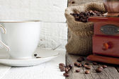 Coffee beans and grinder vintage still life — Stock Photo
