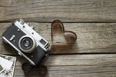 Old retro camera with heart love photography creative concept — Stock Photo
