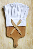 Chef hat and empty cutting board abstract food background — Foto de Stock