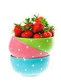 Coloridos tazones con fresas en blanco — Foto de Stock