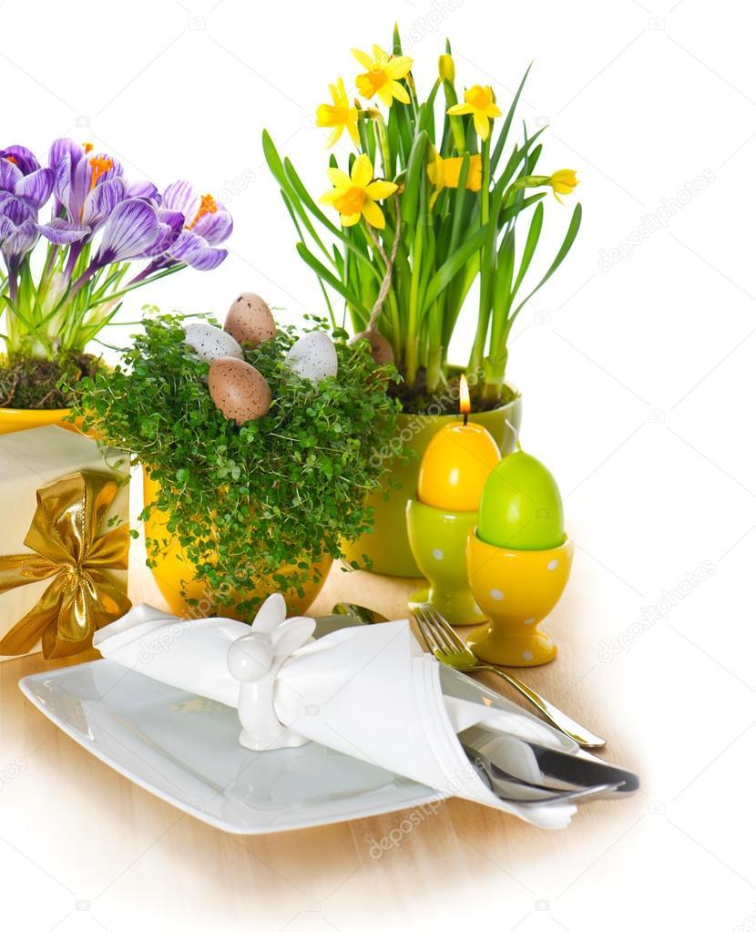 r glage de table p ques festif avec oeufs et fleurs. Black Bedroom Furniture Sets. Home Design Ideas