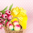 Pink tulips, easter eggs and gift box — 图库照片