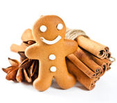 Smiling gingerbread man with christmas spices — Stock Photo