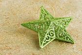 闪亮的绿色圣诞明星 — 图库照片
