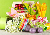 Easter decoration. eggs and flowers — Stock Photo