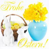 Påsk dekoration med påskliljor, kaniner och ägg — Stockfoto