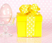 Ceramic easter egg and gift box — Стоковое фото