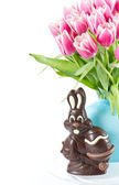 Chocolate easter bunny and pink tulip flowers — Stock Photo
