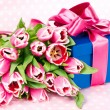 Pink tulips and gift box — 图库照片 #13511998